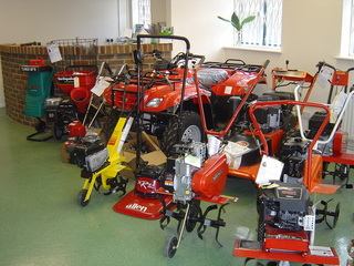P p estates unit 3 bellbrook enterprise centre bell lane for Gardening tools uckfield