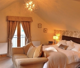 Bedroom 5 - Superior kingsize double and en-suite with whirlpool bath and separate shower