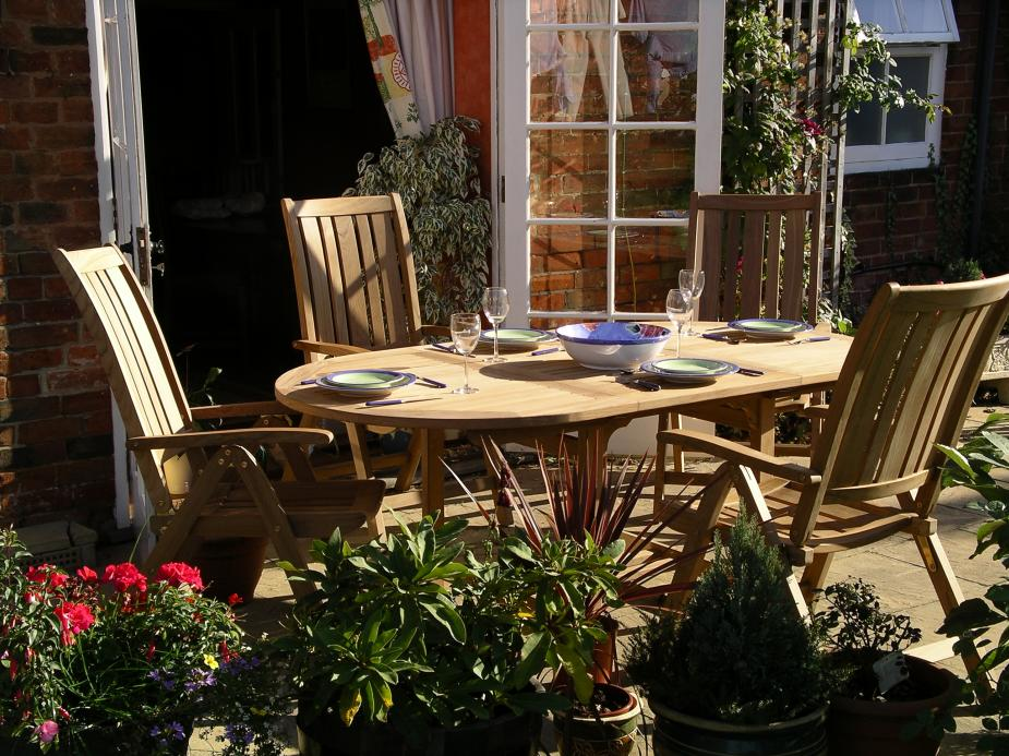 Teak Garden Furniture. The Garden Furniture Centre in Stratford Road  Wootton Wawen