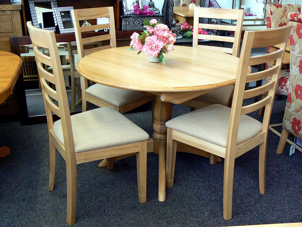 Old Charm Cotswold Round Extendable Dining Table
