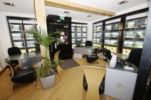 Details for complete estate agents in 19 regent grove for Abc salon sire directory