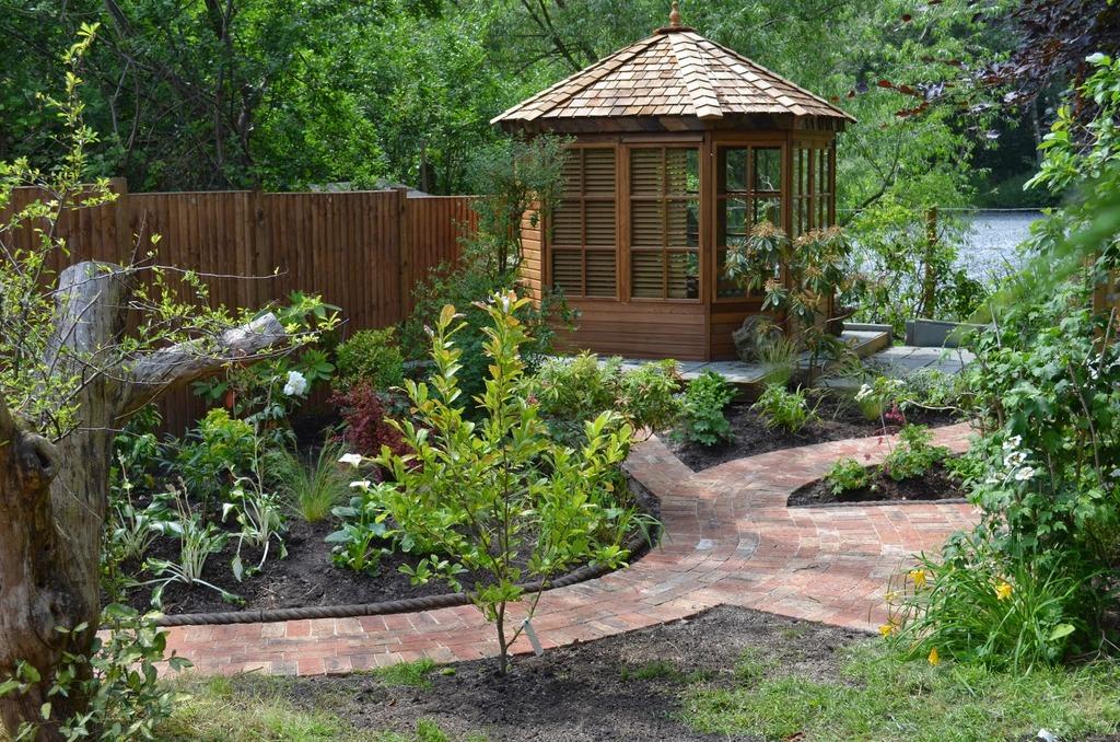 Details For 1 To One Garden Design In 17 Hawthorn Road Godalming Surrey GU7 2NE - Mirror