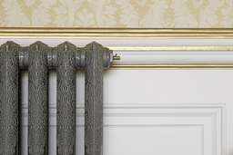 Queen 760mm cast iron radiator from Castrads