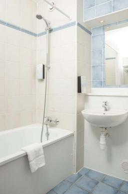 Campanile Dartford Hotel - Bathroom
