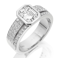 Bespoke diamond engagement ring by Avanti