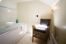 Gillies Holt Bathroom
