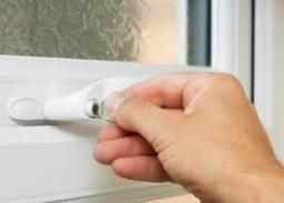 Swift Locksmith Bristol lock installer