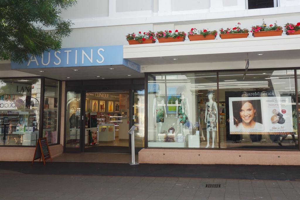 Austins Department Store In 6 Courtenay Street Newton