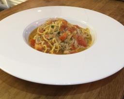 Homemade tagliolini with fresh crab