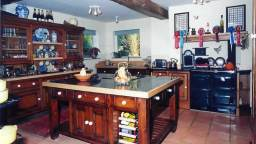 Linford Stables B&B Milton Keynes FarmhouseKitchen