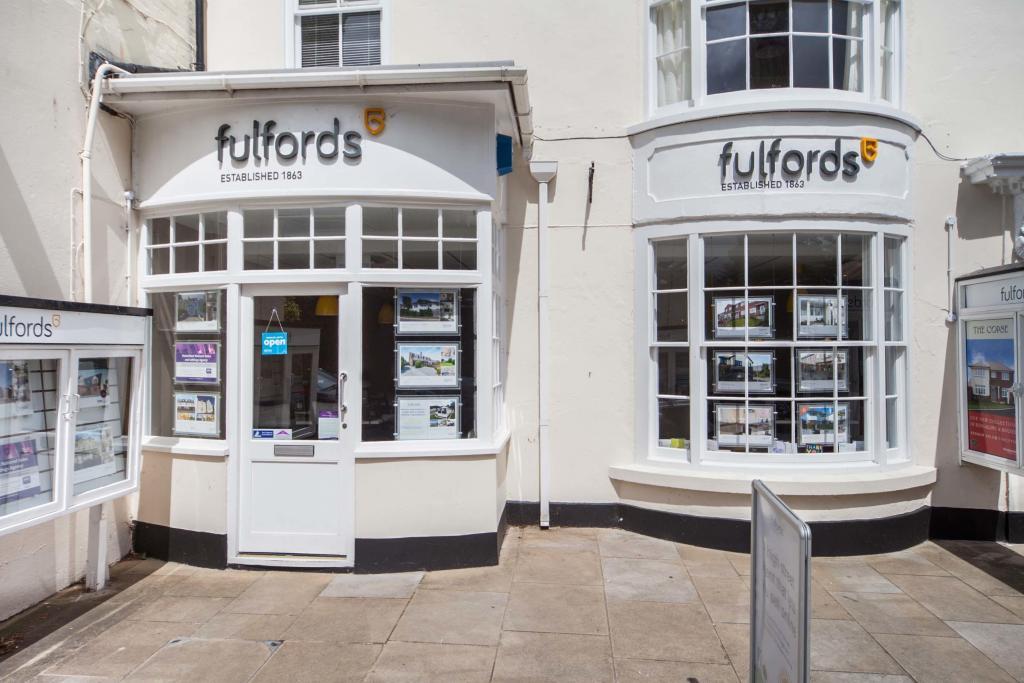 Fulfords 16 The Strand Dawlish Ex7 9ps