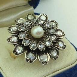 Antique 18ct gold ring with old cut diamonds and pearl cluster