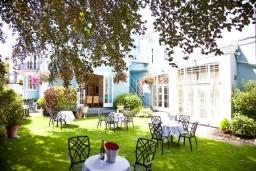 Hotel with Garden Windsor