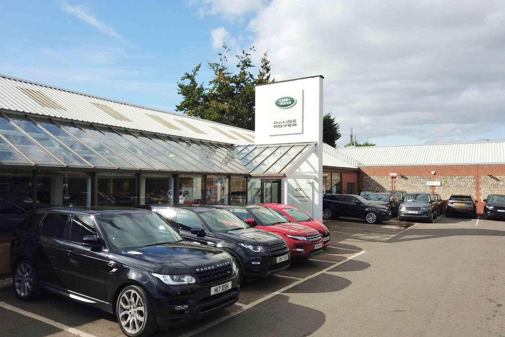 details for lookers land rover herts in langley road. Black Bedroom Furniture Sets. Home Design Ideas