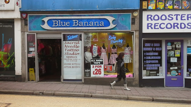 Blue Bananas is the UK's largest online shopping store with you can get everything from Cooking, Cake making, Clothing, Cushions, wallpapers, Handbags, Shoes, Motorcycle, Car Accessories, Phone Cases, Power Banks, Watches, Jewellery, Home, Garden, Lighting, ,+ Items at LOW PRICES.