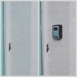 Fitted key safe