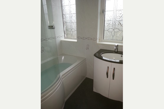 Apple plumbing bathrooms in covering grimsby cleethorpes for Bathroom fitters grimsby