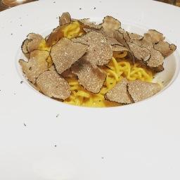 Homemade tagliolini with black truffle