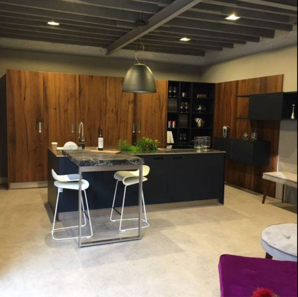 Juxta kitchens and interiors carriage house the weir for Carriage house kitchen cabinets