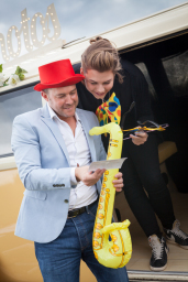 Buttercup Bus - campervan photobooth hire