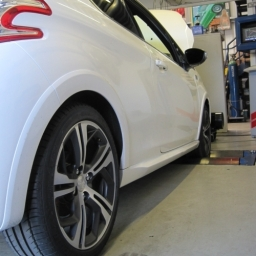 Peugeot 208 GTI being rolling roaded after uprated intercooler and remap