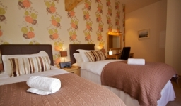 Bedroom 3 - Super kingsize double or twin room with en-suite shower