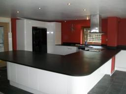Richlite worktops, a very large kitchen