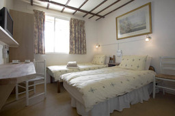 Oakwood B&B Heathrow. Twin Superior Room, En-suite