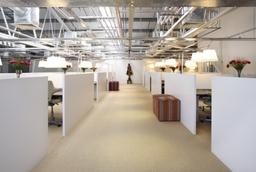 1 Main Deskspace