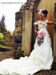 Dundalk bride with beautiful wedding bouquet