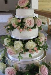 Img 0659   Gate St Barn Bramley....Scrummy cake!