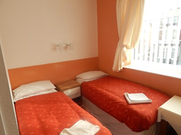 Re-Furbished twin bedded ensuite room ( november 2014)