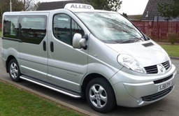 Renault Traffic 8 seater