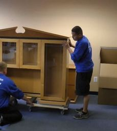 REMOVALS WORKER ON SITE