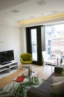 Smart City Apartments Moorgate London Living room