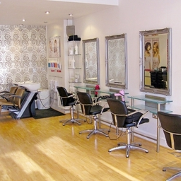 Salon - Main Floor