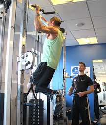 A client doing a body weight exercise