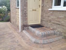 Monopoli block paving, step design & inset manhole