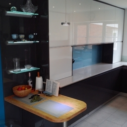 High Gloss white and Anthracite Handle Free with Silestone