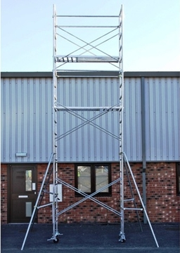 7.5m Scaffold Tower an ideal kit for professional use with builders, decorators, gardeners or any budding DIYers.  It can hold the weight of 300 kg and can be used indoors as well as outdoors.