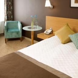 Menzies London Gatwick Chequers Bedroom