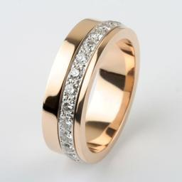 WEDDING RING ROSE GOLD AND DIAMOND WITH PLATINUM SPINNING SECTION.