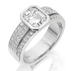 Bespoke diamond engagement ring by Avanti