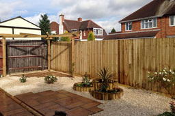 feathered-fencing-in-garden