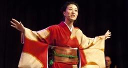 Storyteller Mio Shapley in performance