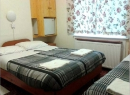Triple room at Holly House Hotel London
