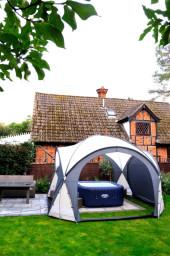 Hot tub & house