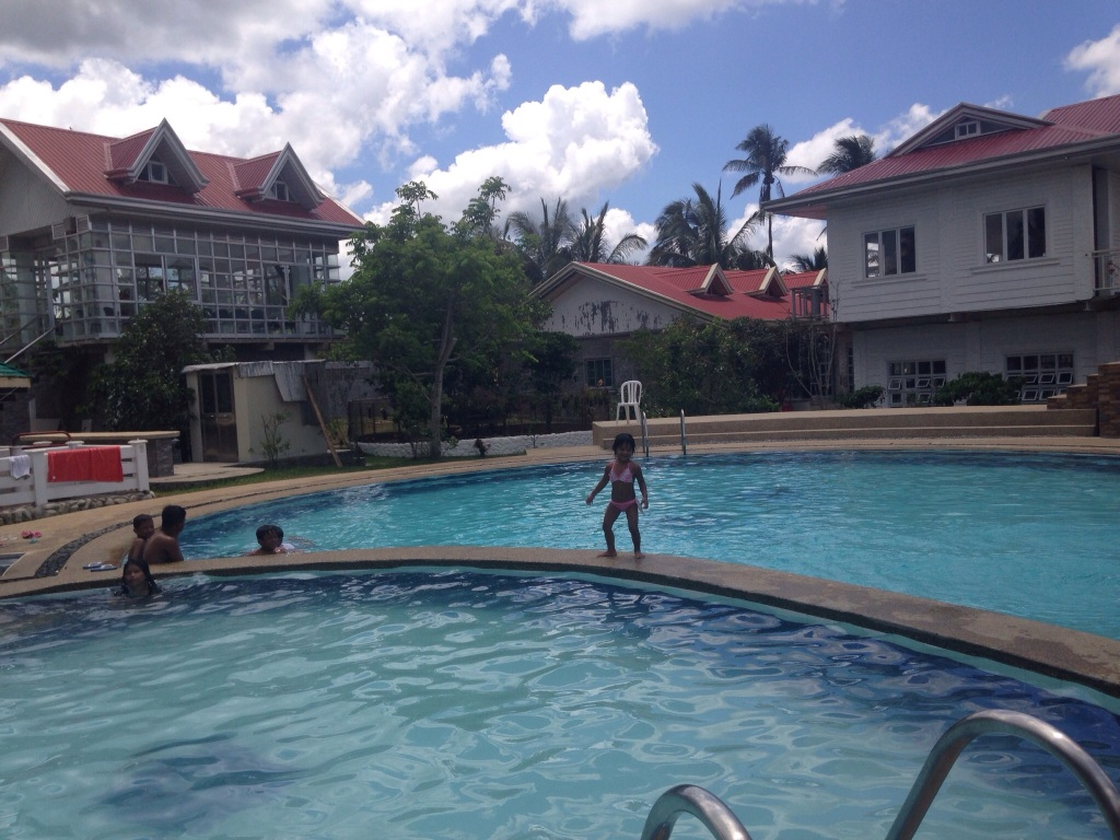 private house with pool for rent in tagaytay Bonifacio drive