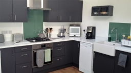 New Kitchen in Venice/Graphite and Wharf Oslo White worksurface