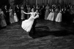 brides-and-grown-dance
